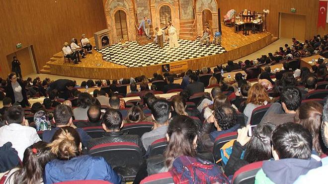 Tiyatro+sahneleri+6+ayda+1,5+milyon+seyirciyi+a%C4%9F%C4%B1rlad%C4%B1
