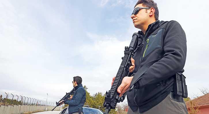 Milli Savunma Bakanı'nın korumalarına milli silah