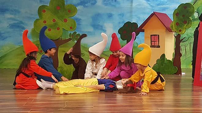 İlkokul öğrencilerinden Dünya Tiyatro Günü'nde engelsiz tiyatro