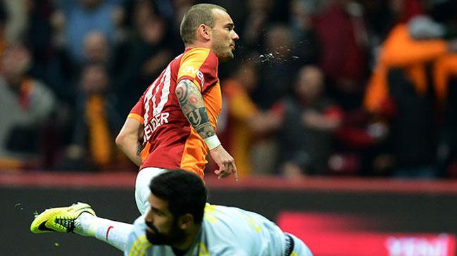 Sneijder+Fenerbah%C3%A7e%E2%80%99ye+bir+gol+daha+atarsa+tarihe+ge%C3%A7ecek%21;