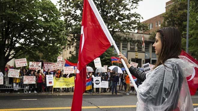 Washington'da Türkler ve Ermeniler karşılıklı gösteri düzenledi