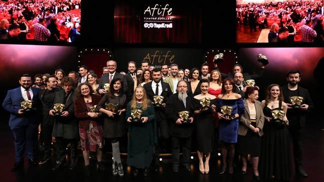 Afife Tiyatro Ödülleri'ne Godot'yu Beklerken ve Gülünç Karanlık damga vurdu!