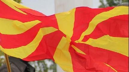 Makedonya'daki cami duvarına 'Haçlı' saldırı
