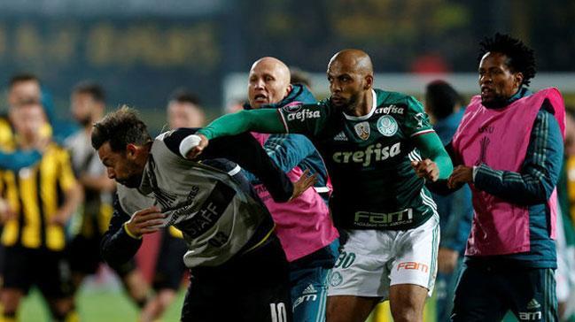 Rakibine yumruk atan Felipe Melo'ya 3 maç ceza