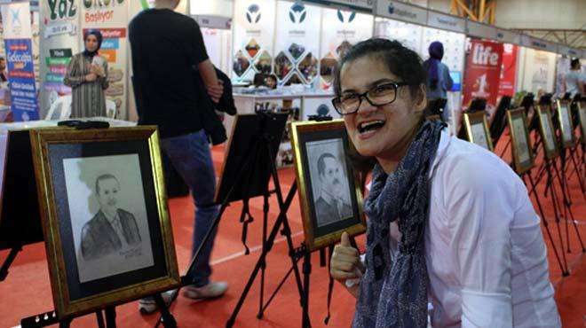 Erdoğan'ın portresini çizen Gülşah sergi açtı