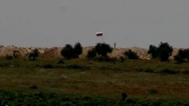 Курды прячутся от Турции за Российским флагом