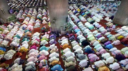Endonezya ve Malezya'da ilk teravih namazı kılındı
