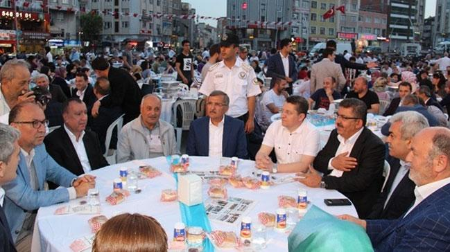 Zeytinburnu'nda 5 bin vatandaþ iftar sofrasýnda buluþtu