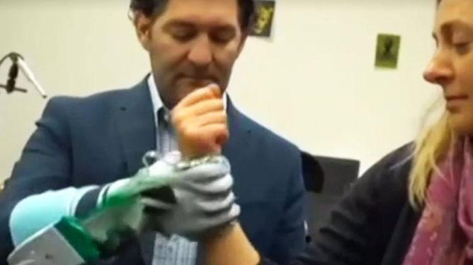 Bu eldiven inme ve beyin travmasının tedavisinde kullanılacak