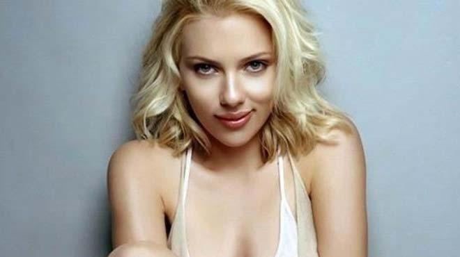 Scarlett Johansson avukatıyla el ele görüntülendi