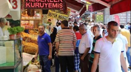 İstanbullular Ramazan alışverişi için Eminönü'ne akın etti