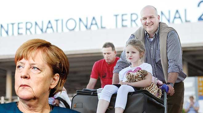 Alman turistler Merkel'i takmadı