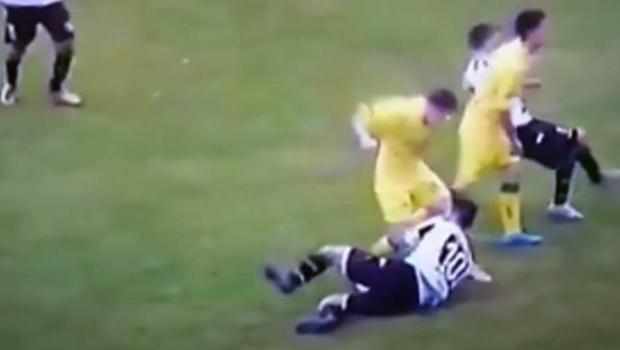 Arjantin'deki maçta cinayete teşebbüs gibi kavga