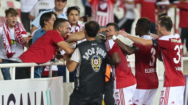 Sivasspor evinde Yeni Malatyaspor'u 2-0 mağlup etti