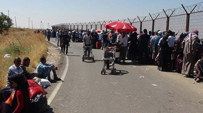 Suriye sınırında bayram geçişi izdihamı