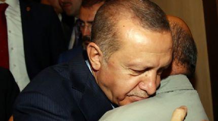 Cumhurbaşkanı Erdoğan karşısında görünce gözleri doldu