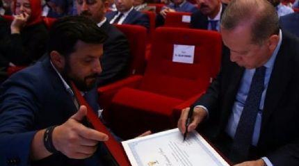 Cumhurbaşkanı Erdoğan yöneticilerin teşekkür belgelerini imzaladı