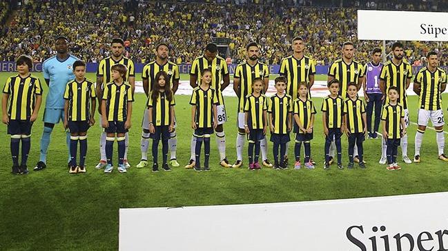 Fenerbahçe'de 26 yıl sonra ilk kez lig derbisinde kaleye yabancı file bekçisi geçti
