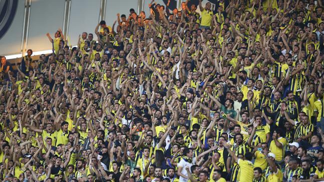Okul Açık tribününde Fenerbahçeli taraftarlar kavga etti