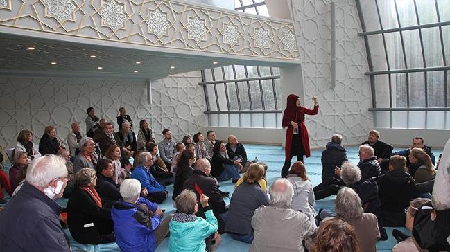 Almanya da Müslümanlar için tatil günü gelebilir