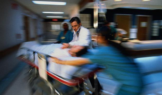 Silaj makinesi genç kadının kollarını koparttı