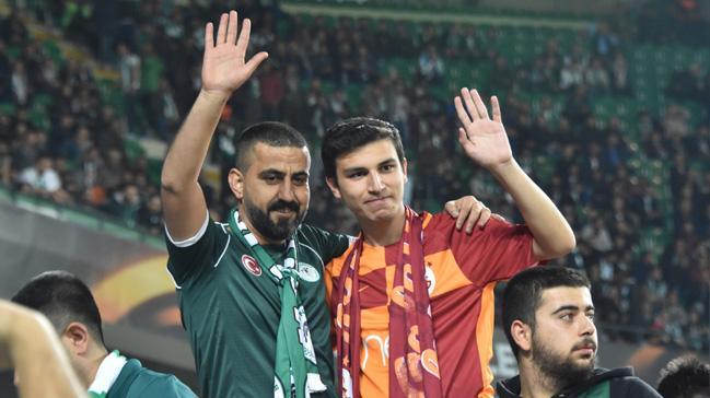 Konya'da bir grubun saldırısına uğrayan Galatasaray taraftarı formasıyla Salzburg maçını