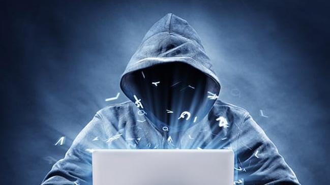 Ünlülerin sosyal medya hesaplarını çalan çete yakalandı