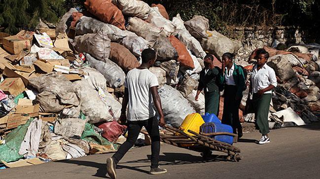 Etiyopya nın başkentinde çöp tepeleri oluştu