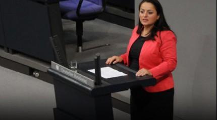Almanya'da Sol Partili milletvekili Dağdelen oturumda teröristlerin bayrağını açtı
