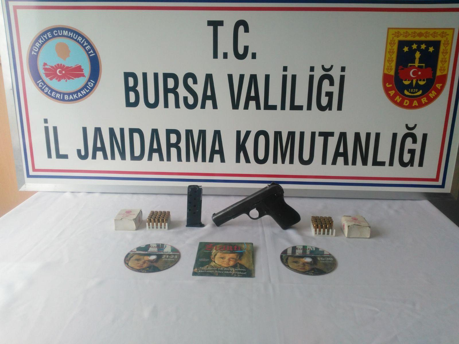 Teör örgütü PKK'nın propagandasını yapan şahsın evinde FETÖ dergileri çıktı
