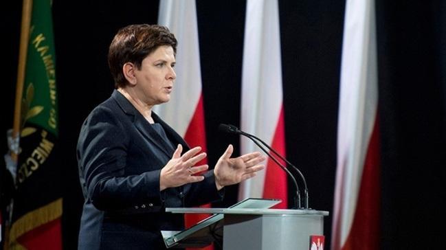 Polonya+Ba%C5%9Fbakan%C4%B1+Beata+Szydlo+istifa+etti