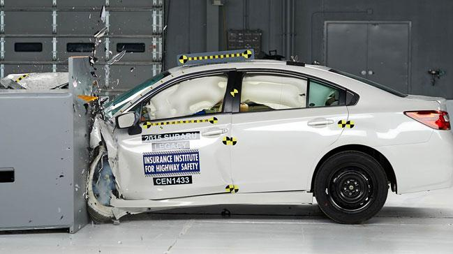 IIHS+Top+Safety+Pick++%C3%B6d%C3%BCl%C3%BCn%C3%BCn+sahibi+Subaru+oldu.+