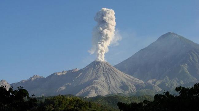Moyan+Yanarda%C4%9F%C4%B1+tehlikeli+bir+patlama+daha+yapabilir