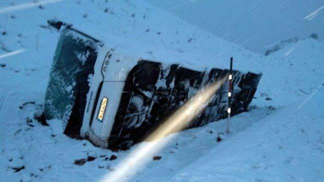 Sivas'ta otobüs devrildi