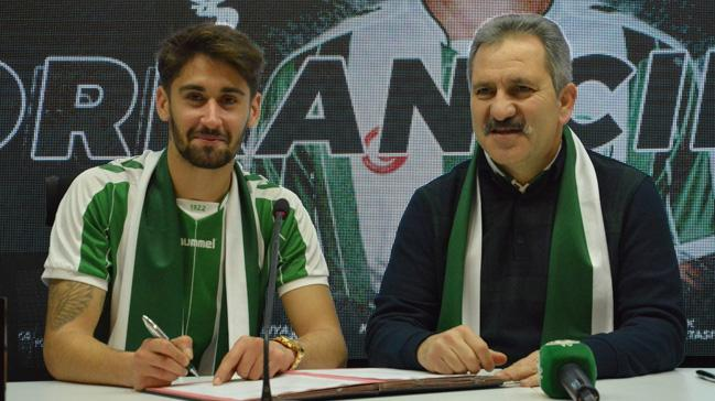 Atiker Konyaspor'la anlaşan Orkan Çınar imzayı attı