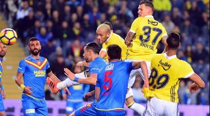 Fenerbahçe lige kazanarak başladı!