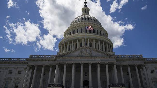 ABD+Senatosu,+h%C3%BCk%C3%BCmet+kapand%C4%B1ktan+sonra+ge%C3%A7ici+b%C3%BCt%C3%A7eyi+onaylad%C4%B1