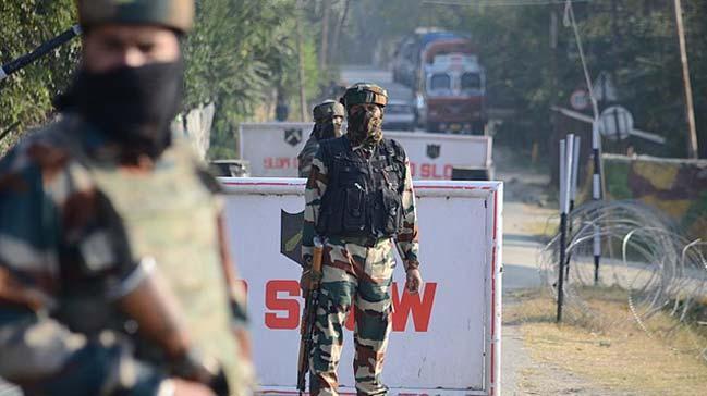 Hindistan'da bombalı saldırı: 4 ölü