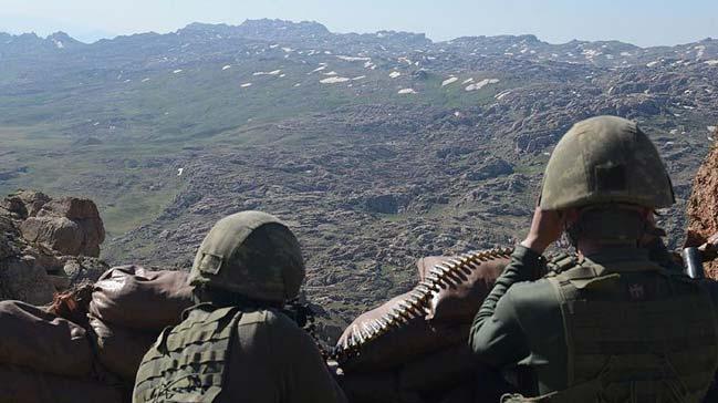 Irak'ın kuzeyindeki barınma alanlarından kaçan 4 terörist teslim oldu