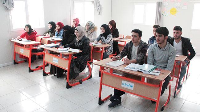 Suriyeli gençlerin duaları Mehmetçiğe