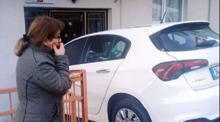 Kağıthane'de vitesi geri takmayı unutan sürücü apartmana daldı