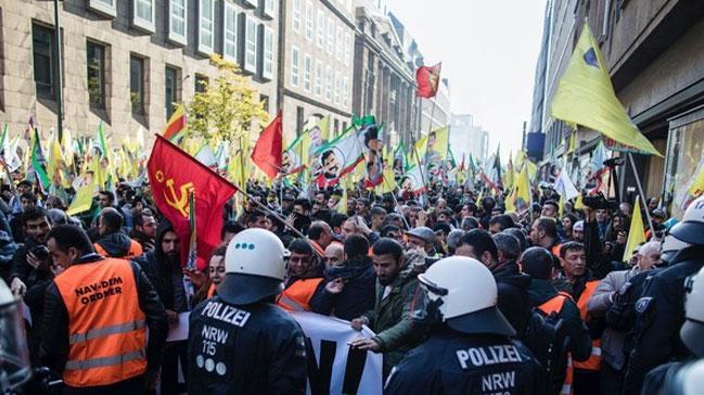 YPG/PKK yandaşları Almanya'da SPD binasını işgal etti