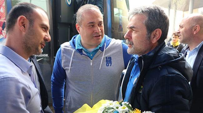 Fenerbahçe kafilesi, Bolu'da çiçeklerle karşılandı