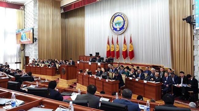 Kırgızistan'da Sapar İsakov hükümeti güvensizlik oylamasıyla düştü