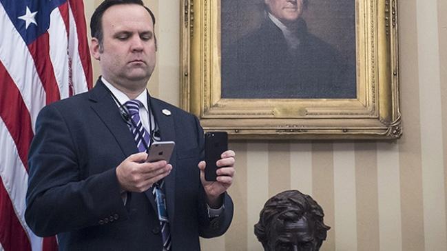 Trump'ın tweetlerinin arkasında sosyal medya direktörü Dan Scavino ...