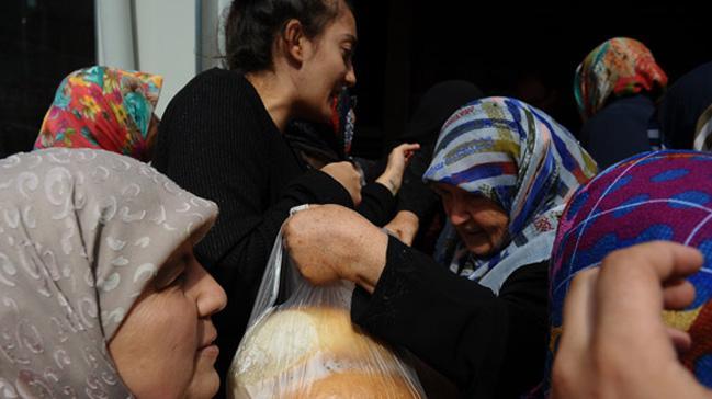 Bursa'da bir fırıncı 400 gram ekmeği 1 liradan satıyor