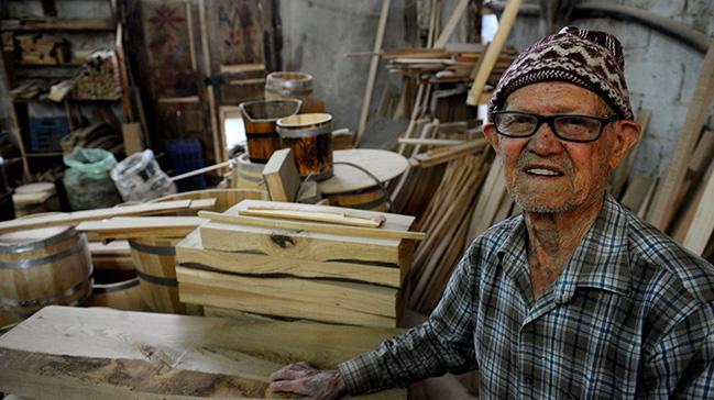 Bursa'da dede-torunun ürettiği fıçılar yok satıyor