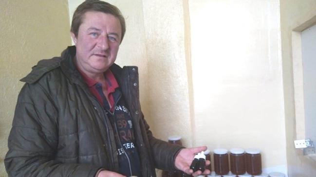 Hisarcıklı bal üreticisi doğal propolis üretiyor