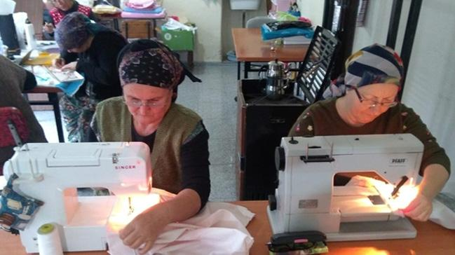 Poşet paralı olunca, köylü kadınlar bez çanta üretmeye başladı