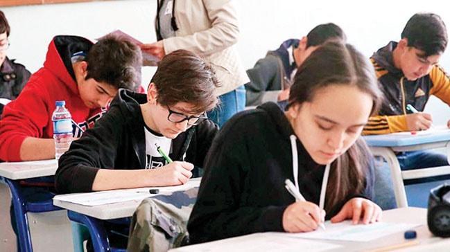 Türkçe, matematik ve fen derslerinde başarı araştırması